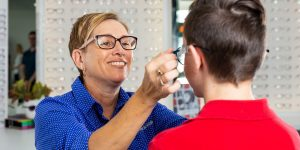 Choosing-frames-at-Dwyer-and-Ross-Optometrists-Margate-QLD