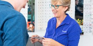 Choosing-glasses-at-Dwyer-and-Ross-Optometrists-margate-8